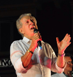 Memo Remigi in un recente concerto a Santa Margherita Ligure